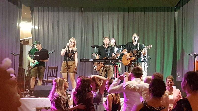 bayrische Hochzeitsband Alpfuier in action