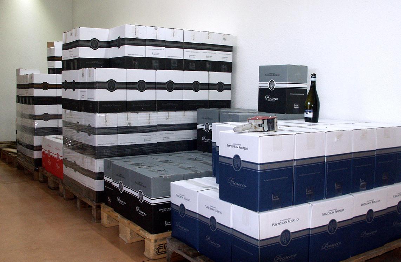 Un angolo della conservazione dei vini imbottigliati