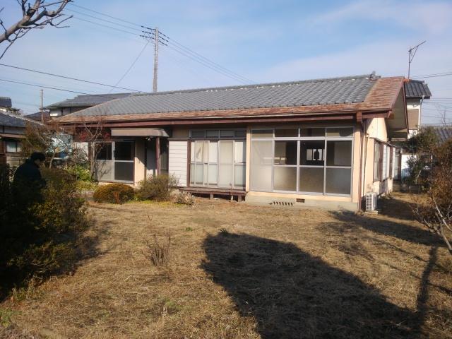 桐生市相生町2-376-15の中古戸建物件。 古い平屋ですが縁側広い。敷地151坪。