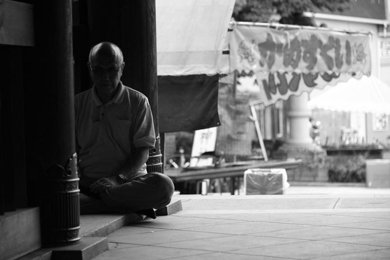 ニコンカレッジの撮影実習開始前には瞑想して集中力を高めます!!   Nikon D810 + AF-S NIKKOR 28-300mm f/3.5-5.6G ED VR