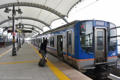 仙台空港から仙台駅へと出て行く