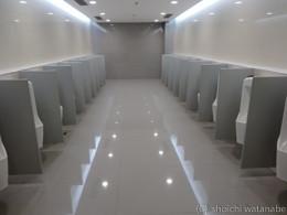 西安空港のトイレ。海外着いたらまずトイレチェックはしないと。