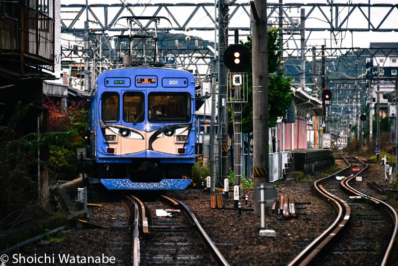 伊賀近くを走っている忍者電車です。ものすごい目力。