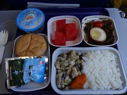 お昼の機内食。これも美味しかったです。