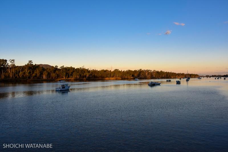 今日はでっかい川沿いで夕景をみました。美しい夕暮れ。