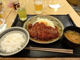 ビールまで頼み贅沢モードですが、しばらく日本でご飯食べられませんし! ちょっと奮発で!