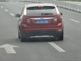 海外では車のナンバーすらも被写体に。