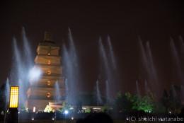 これがいいかどうかはハテナですが、夜は音楽と光にあわせて噴水の水が踊ります。