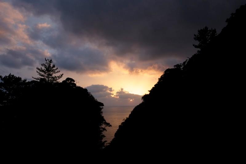 本日の夕陽、宿へ急いでいる途中だったのでじっくりとは撮れませんでしたが、きれいでした