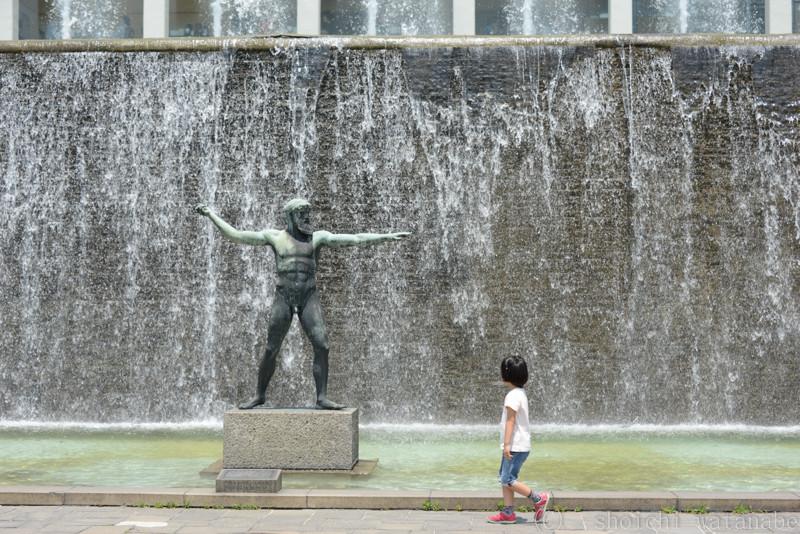 ギリシャから贈呈されたというポセイドンの像