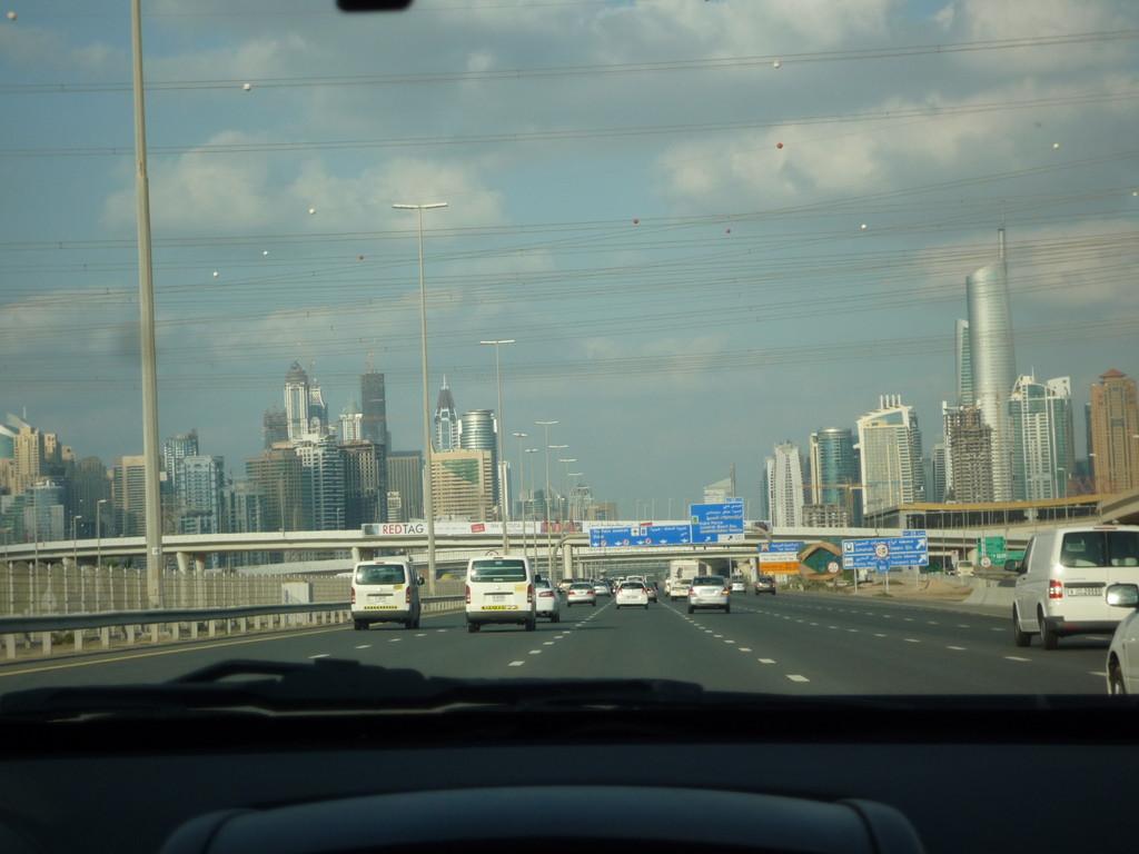 fahren ins maritime Dubai (noch 40 km von Dubai entfernt)