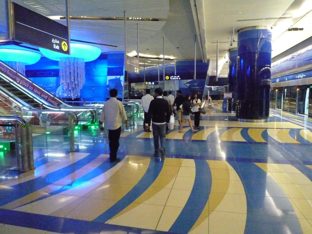 eine Metrostation dort ist luxus wie ein Flughafen bei uns