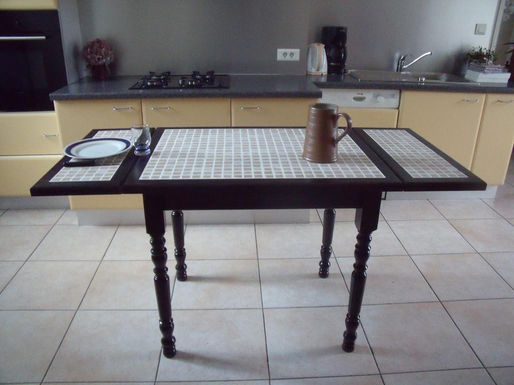 Table en hêtre massif couleur wengué