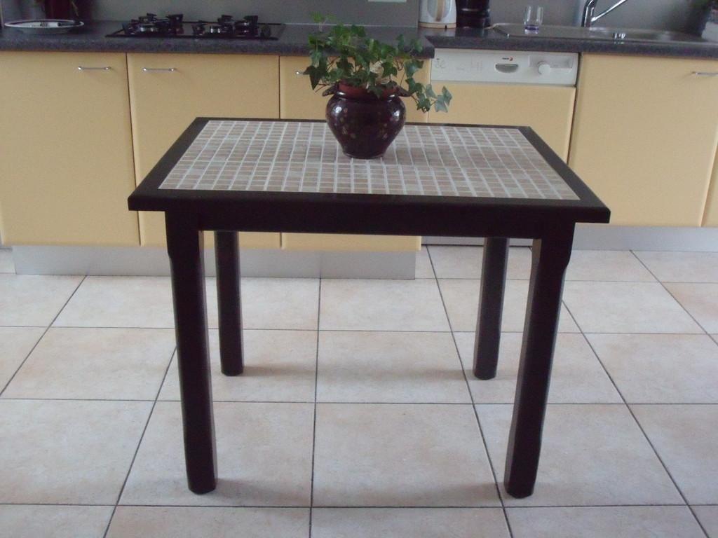Table en hêtre massif avec pieds droit long 90cm, larg 70cm, ht 75cm