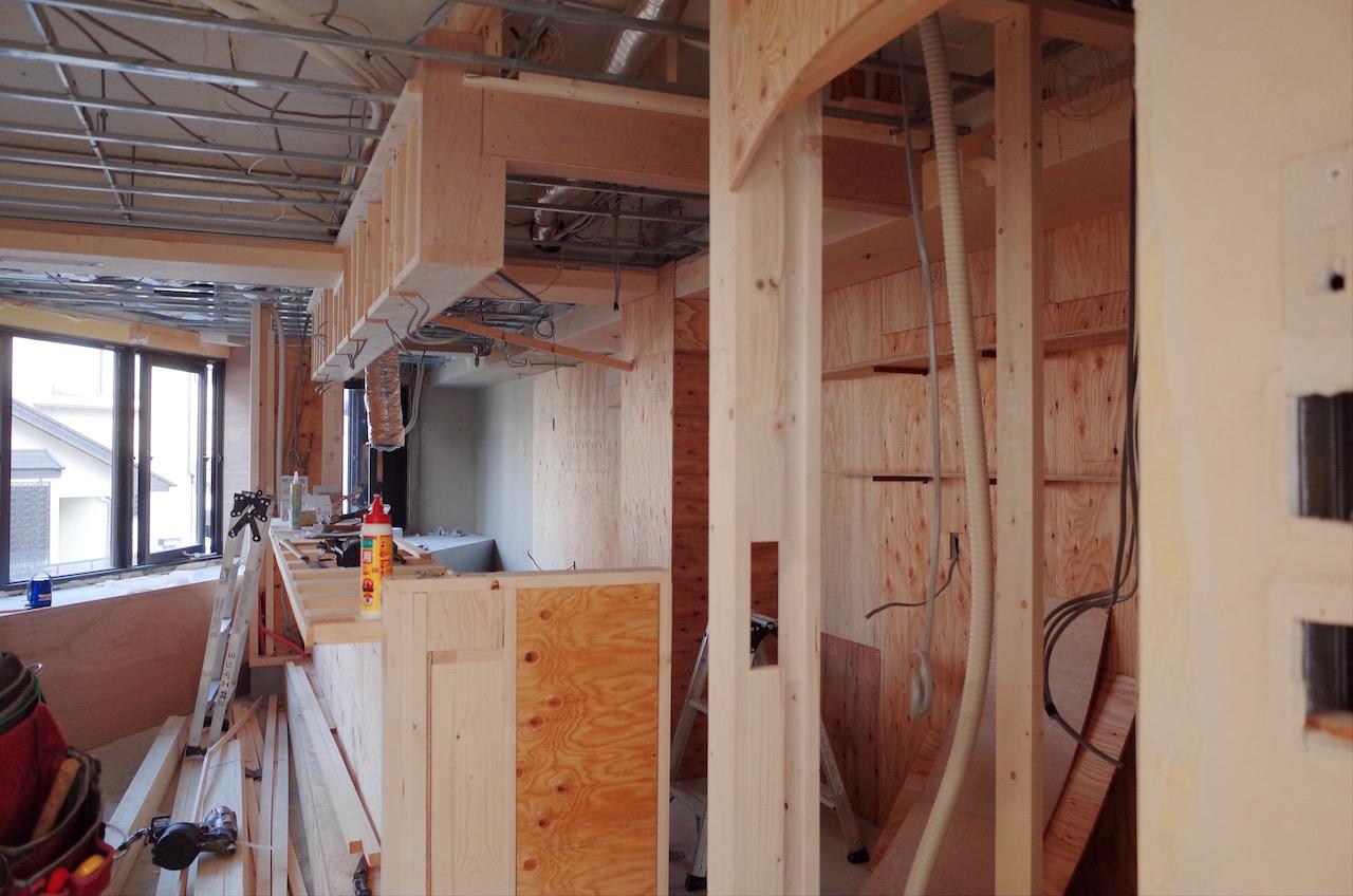 この後仕上げに使用する素材に応じた下地材を施工していきます。