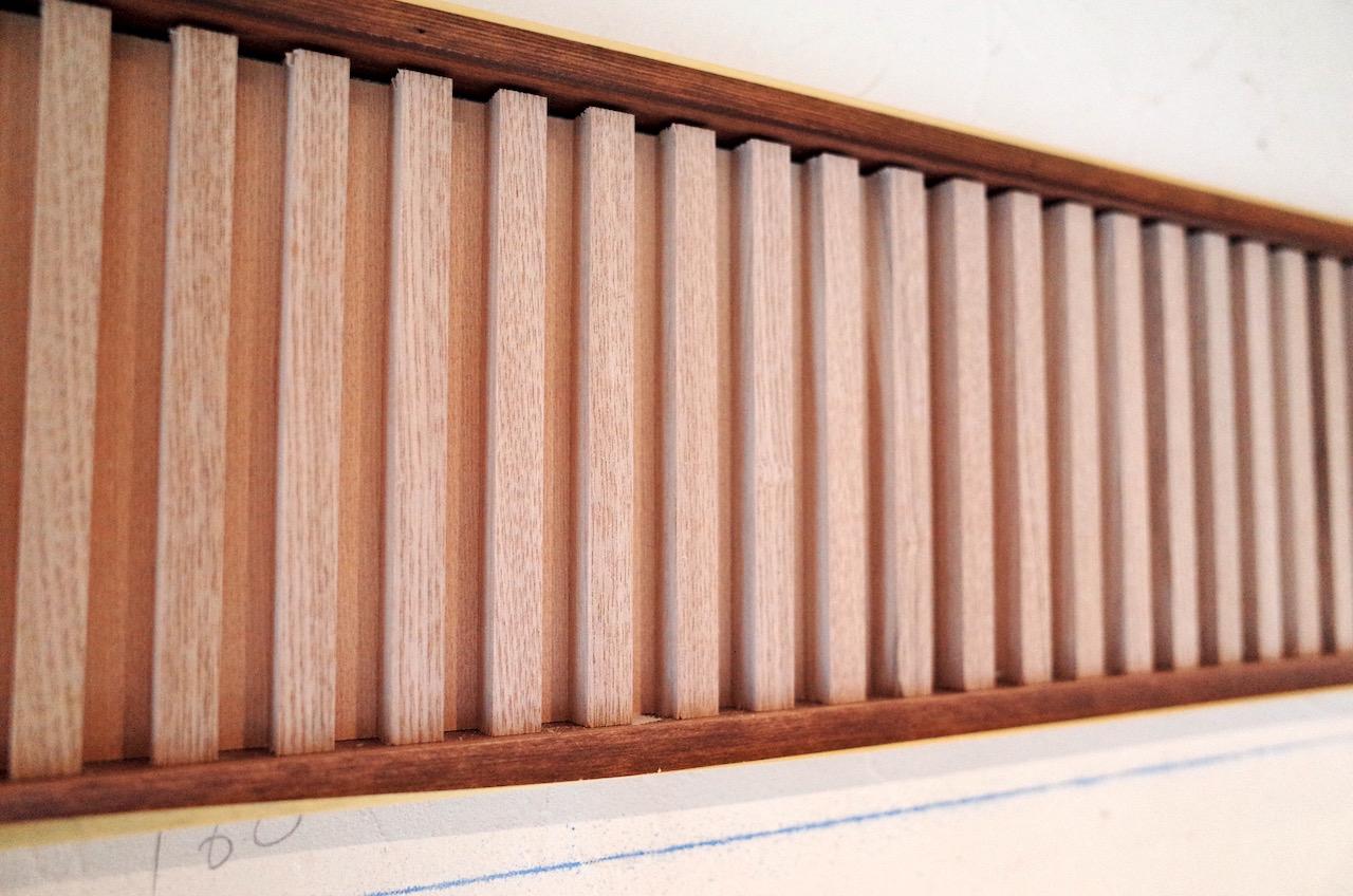壁飾りの長押をリブを使用し、装飾に使用します。