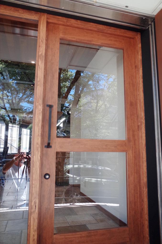 オリジナル木製ドア。