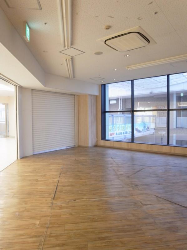 以前の店舗の天井と床がありました。