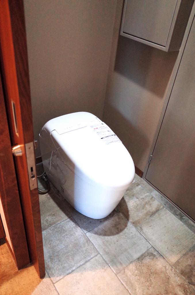 トイレはTOTO。