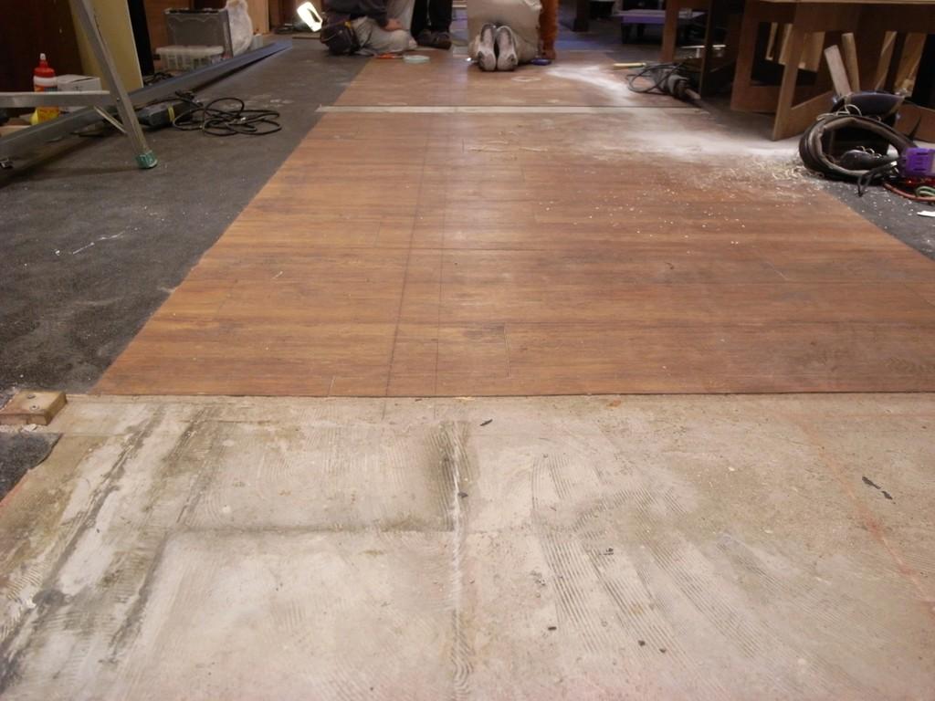 床は全て張り替えずに補修します。