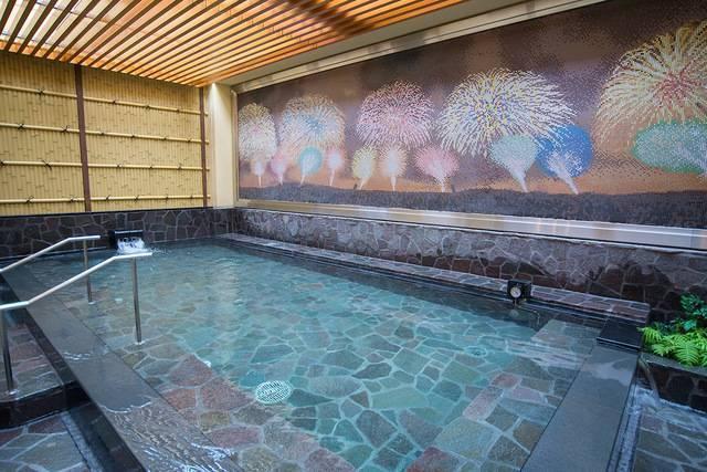 新宿駅から徒歩10分!? 手ぶらで天然温泉を楽しめる「テルマー湯」なら夜行バスまでの時間が快適に! アクセスや魅力を徹底紹介