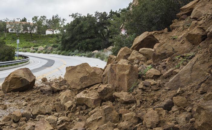 Crollo di blocchi versante roccioso