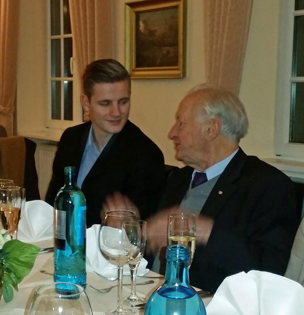Der FDP-Ehrenvorsitzende Prof. Dr. Karl-Hans Laermann im Gespräch mit Klemens Zirngibl von der Rheinischen Post