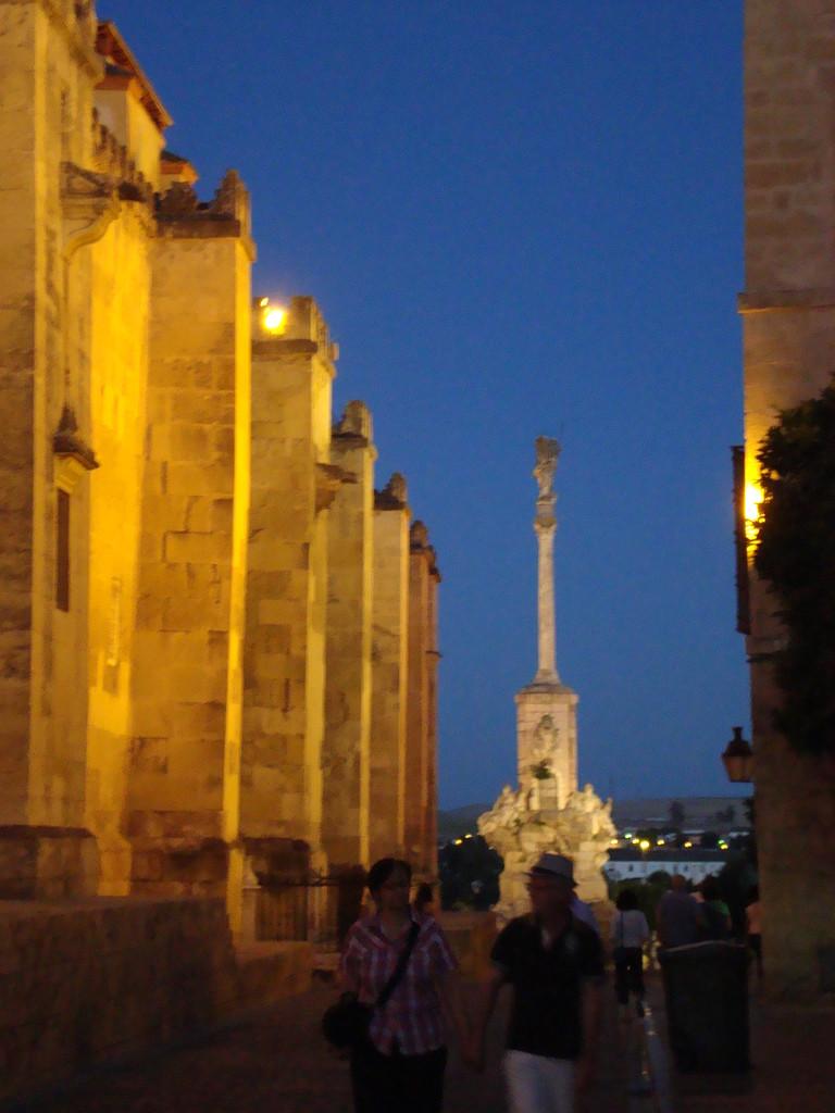 夜のコルドバも静かで素晴らしいです。