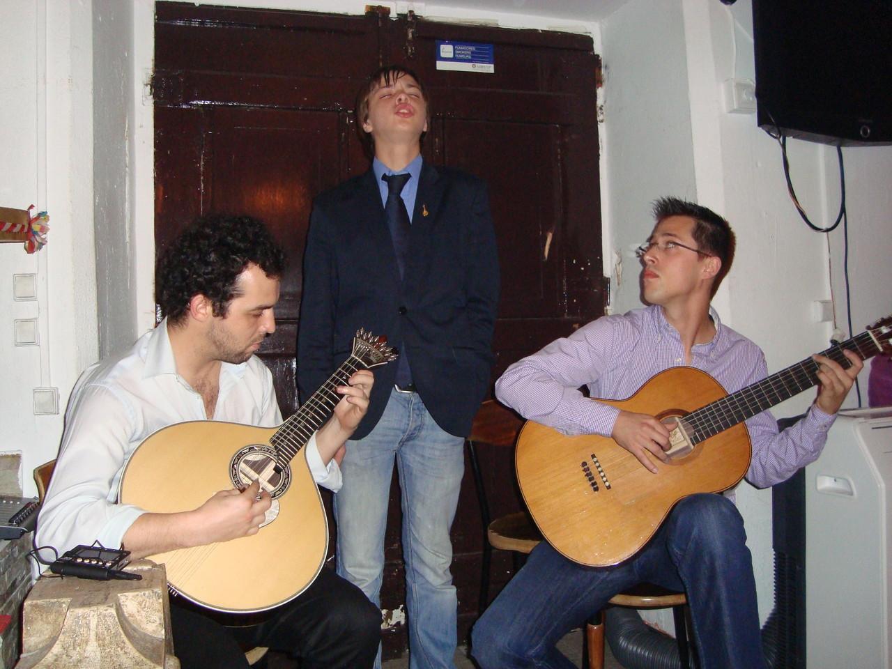 オトコマエです。ちなみに右のヴィオラさんは私がリスボンでも特に好きなギタリストです♪♪