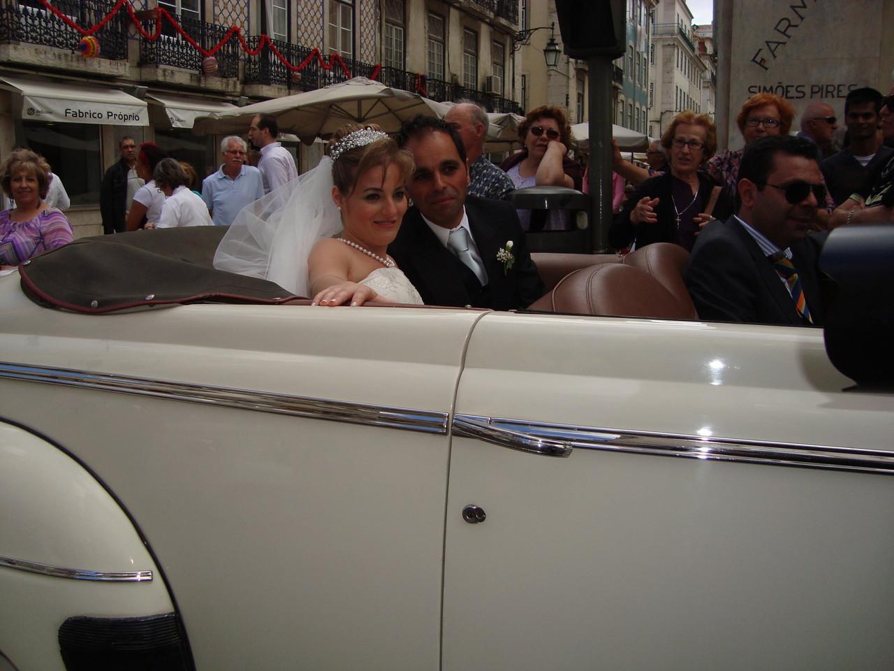 花嫁花婿を載せた車がたくさん走って街中は愛でいっぱいです!!