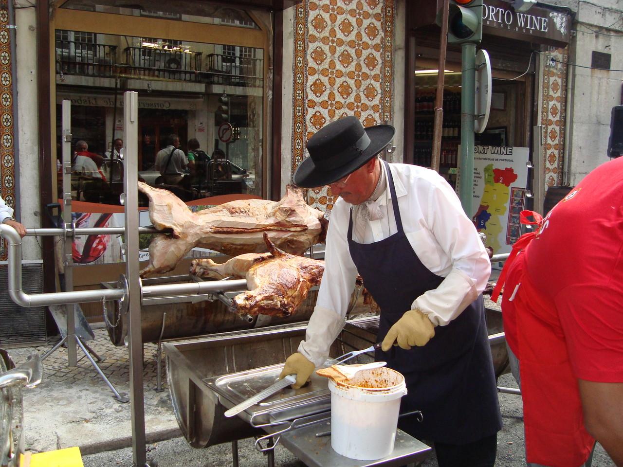 豚の丸焼きも街中にいっぱい!