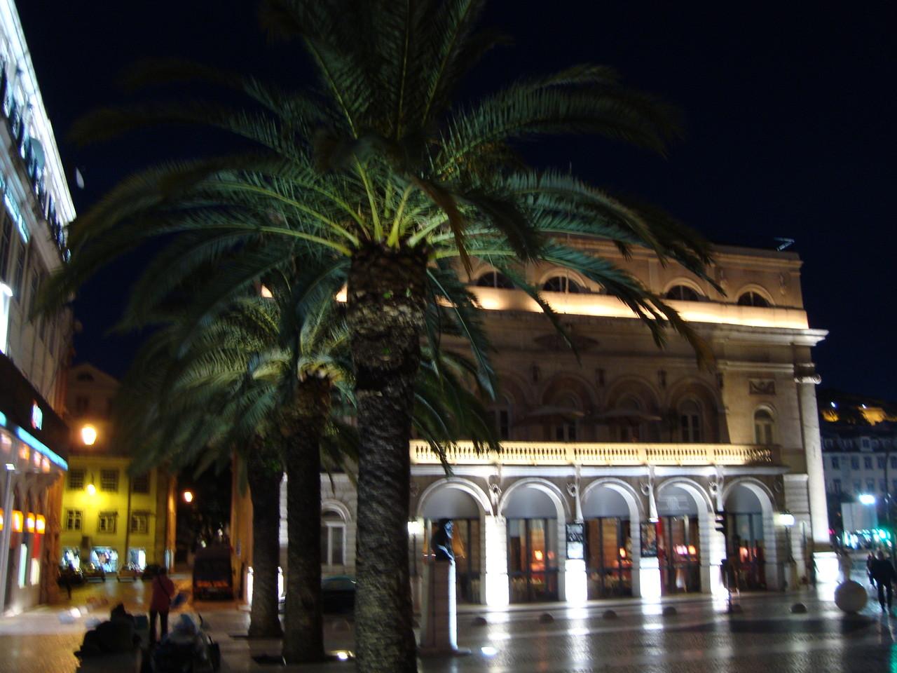 夜のロシオ広場です。