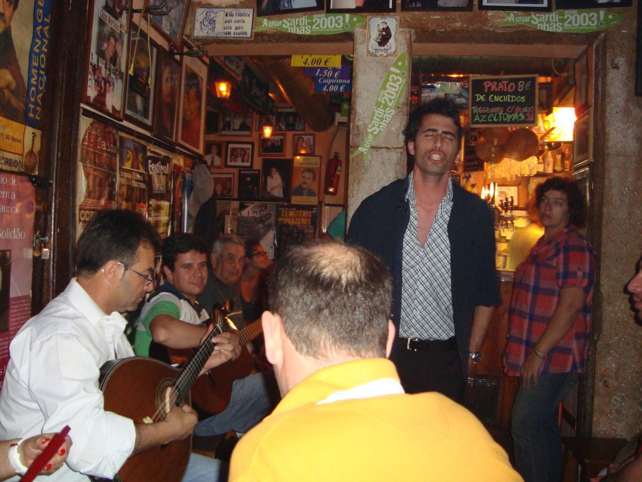 タシュカドゥシコでこの日デビューしたポルトガル人男性!左のポルトガルギターさんにはいつも良くしていただいていました♪
