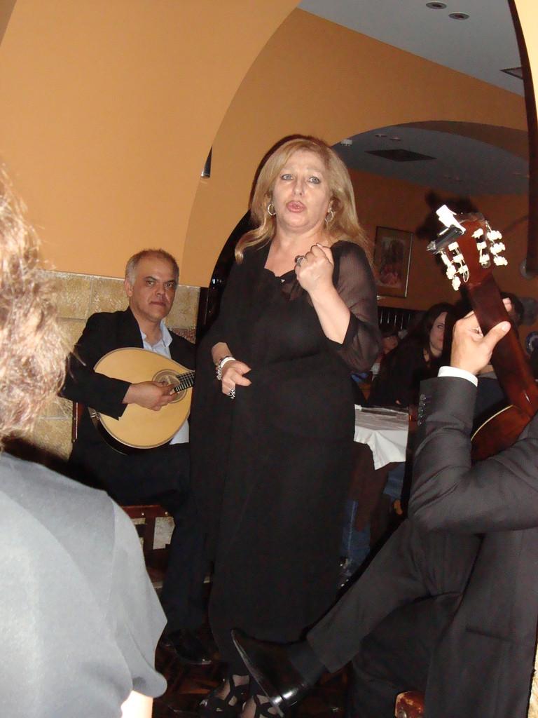 女帝・レニータゼンティル。 私が大好きな歌手です。本人も歌もとても熱いのです。たぶん情熱という成分が彼女の多くを形成しているのでしょう。