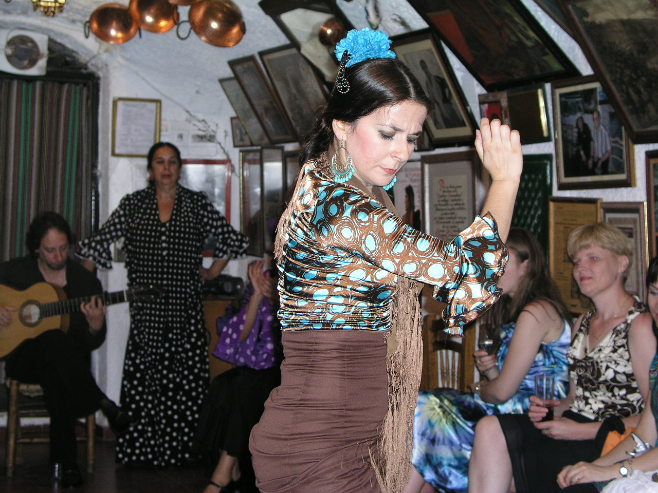 ジプシーの踊りは美しくはないです。でも心に刺さります。