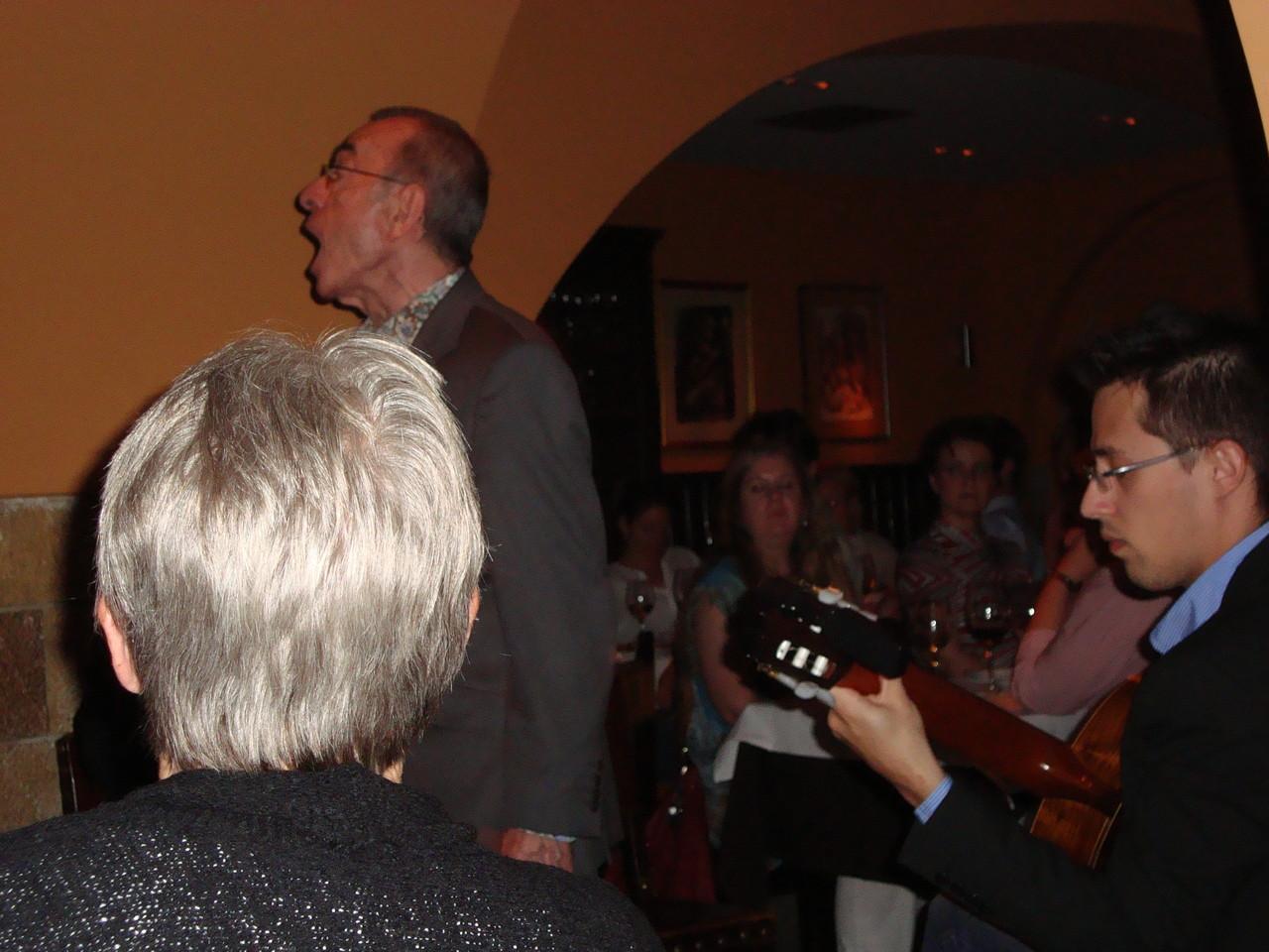 アントニオ・ロシャ 愛のある声、素晴らしいファディスタです。