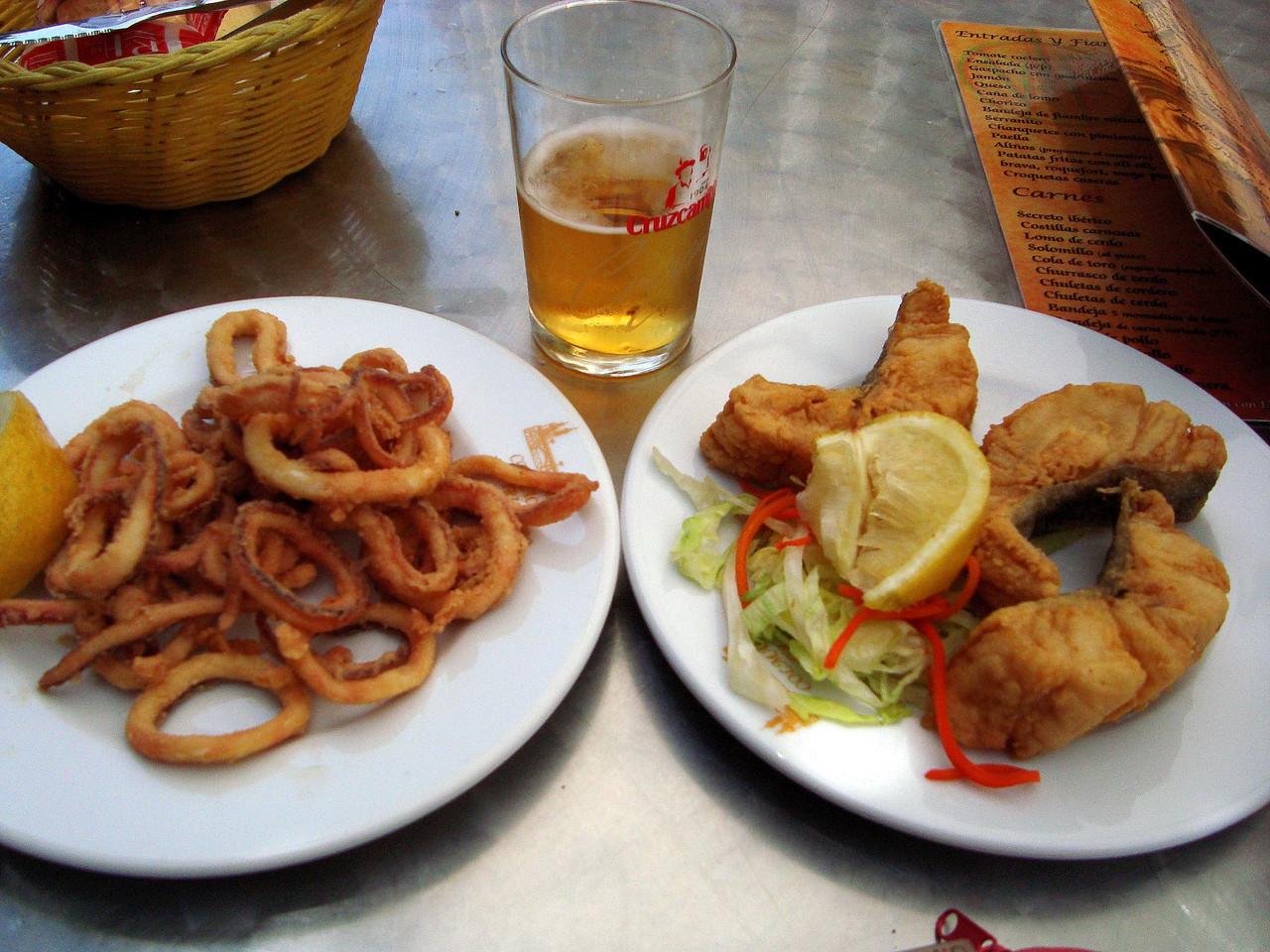 セビージャのトゥリアーナ地区で昼間からおいしいおつまみを♪