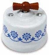 interruttore #deviatore #invertitore #ceramica #decoro #blu #bianca #vintage #legno miele