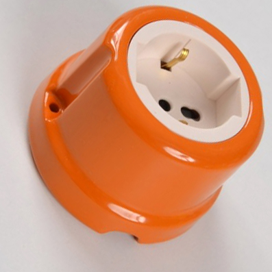 Presa universale #porcellana #arancio #colorata #FAI #Prise universelle en céramique #Universelle Keramikbuchse #Universal ceramic socket