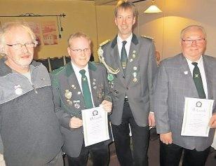 Ehrungen bei den Zollbaumer Schützen: Werner Meier, Heiko Dittmer, Vorsitzender Detlef Brandt und Karl Küver Foto: Vagts