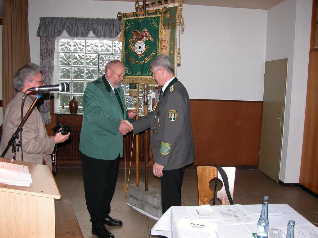 Ehrung von Verbandsgeschäftsführer Gerd Brokelmann.    Foto W. Röndigs