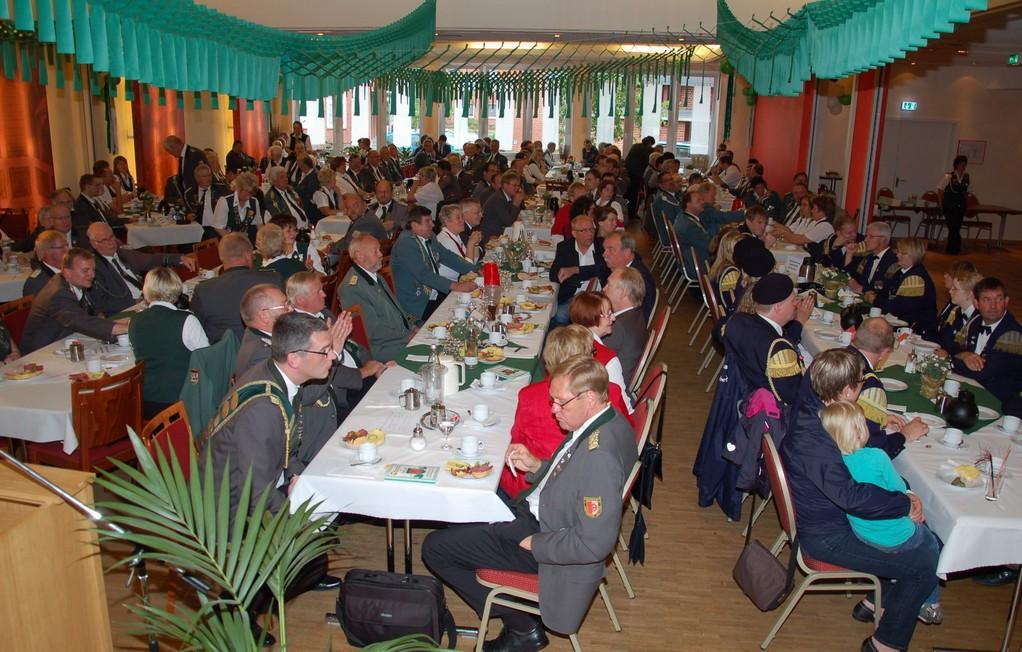 Der Festsaal während der Jubiläumsfeier des 225-jährigen Bestehens des Schützenvereins Cadenberge (Foto: J. Bauer)
