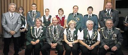 Die Königsfamilie des Schützenkreises Neuhaus-Lamstedt mit dem stellvertretenden Samtgemeindebürgermeister Detlef Horeis. Foto: Schiefelbein