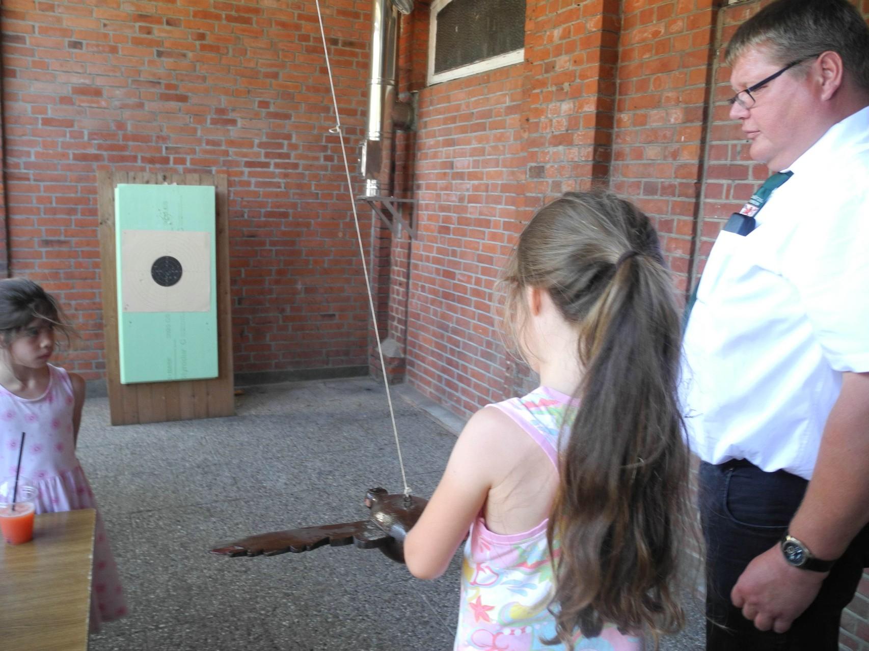 Vogelstechen der Kinder mit Schützenbruder Uwe Adomeit