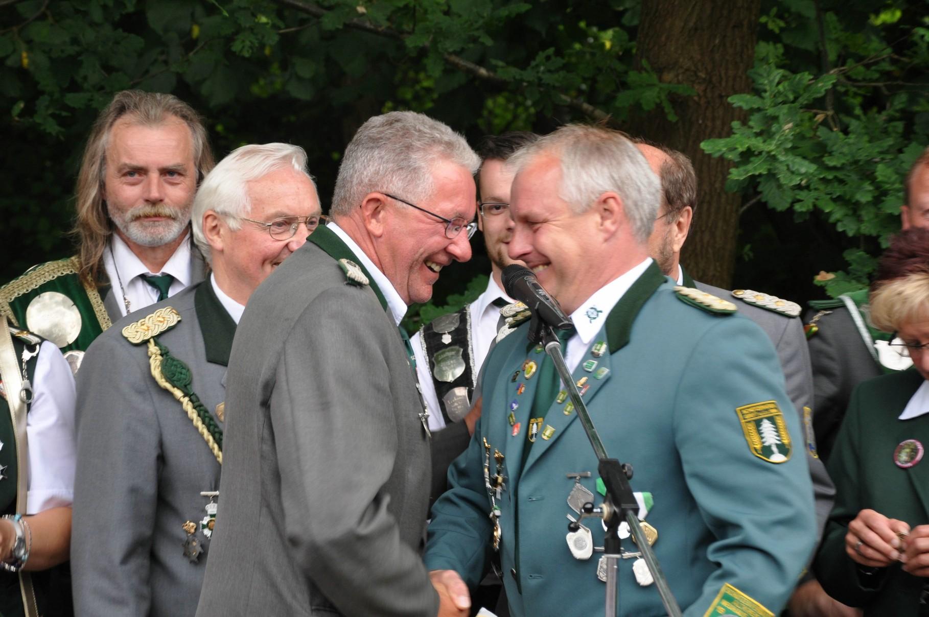 Hans-Hermann Horeis bekam von Stefan Thiele die Verbandsauszeichnung in Bronze