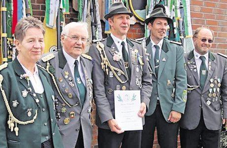 Verbandsauszeichnung in Bronze für Michael Rademacher. Fotos: Schützenverein Foto: Schützenverein
