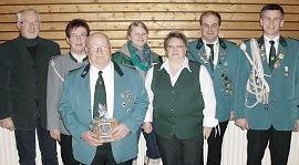 Auf einen Blick: Alle geehrten, neu gewählten und ausgeschiedenen Mitglieder des Basbecker Schützenvereins. Foto: red