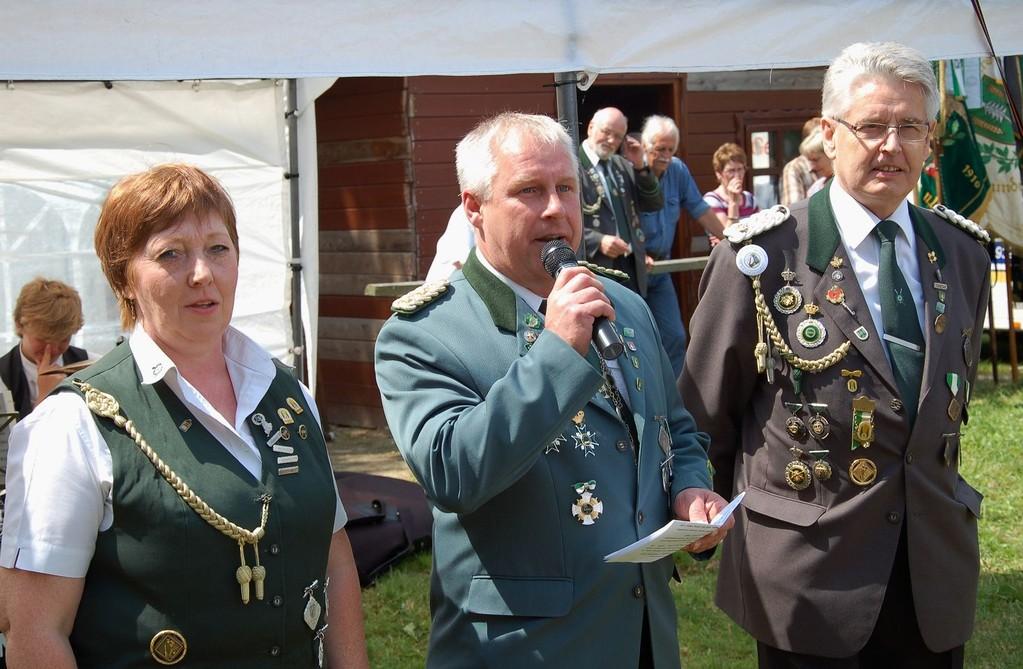 Stefan Thiele (stellv. Kreisschützenmeister) bei der Überbringung der Grußwort des Schützenverbandes. (Foto J. Bauer)