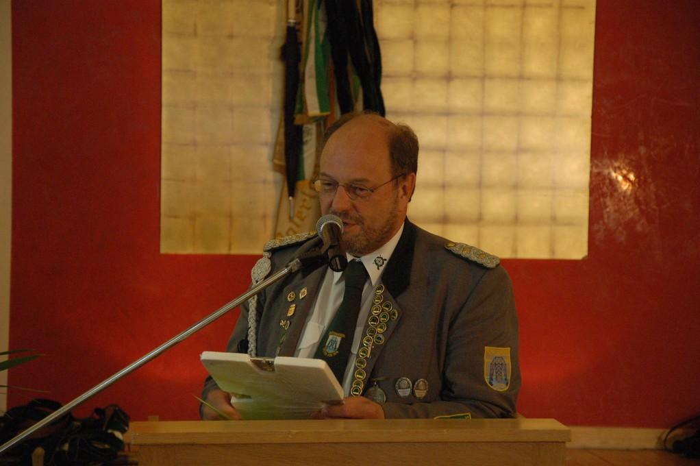 Grußworte des Schützenvereins Osten spricht Präsident Wilfried Röndigs (Foto: J. Bauer)
