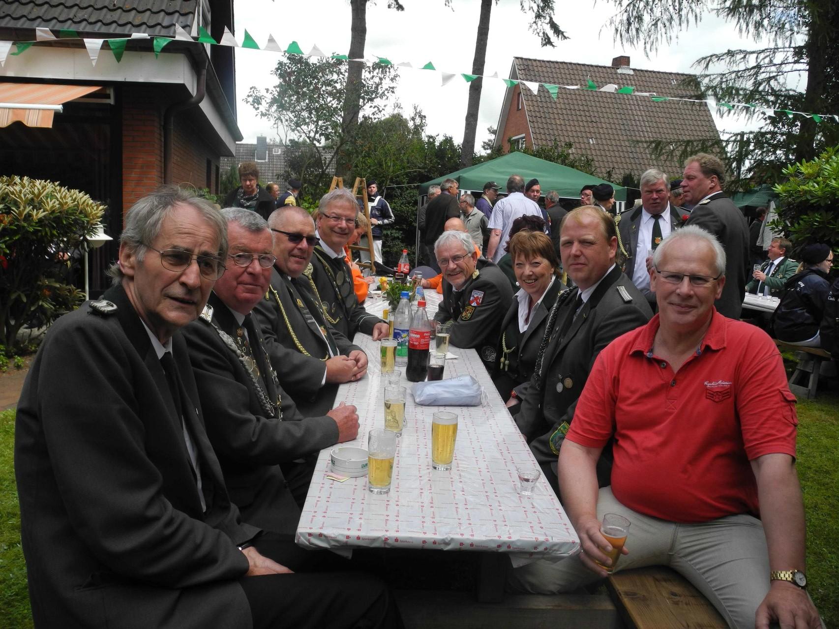 Tisch mit der Deligation des Schützenverbandes - kurz vor der Ehrung. zufällig saß Horst v.d. Reith mit am Tisch (vorne links)